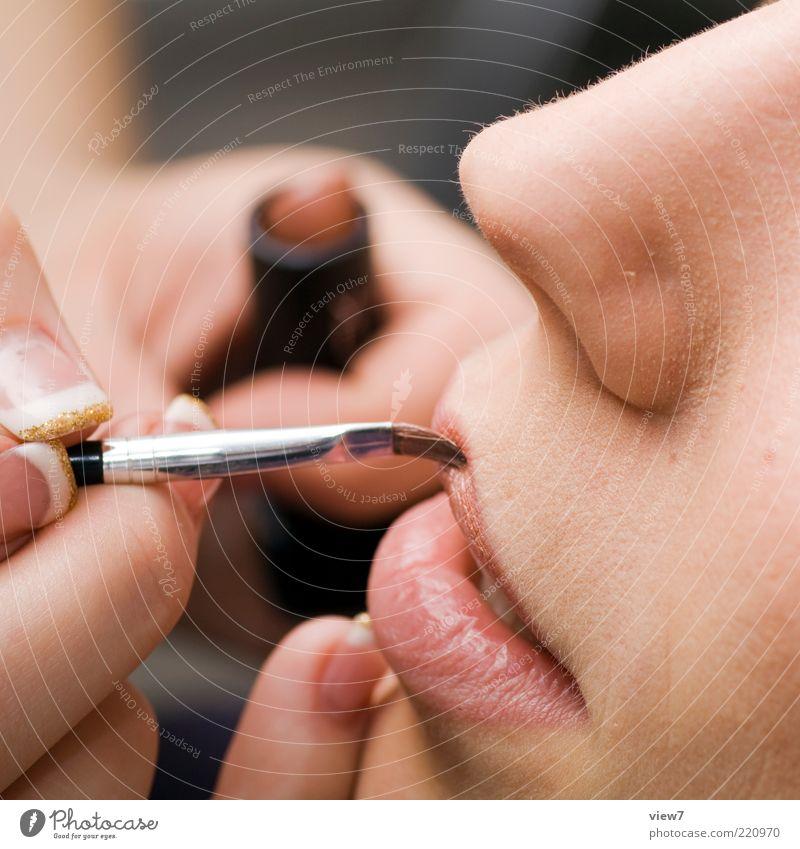 beauty Lifestyle schön Körperpflege Kosmetik Schminke Lippenstift Nagellack Junge Frau Jugendliche Erwachsene Nase Mund Finger 2 Mensch ästhetisch authentisch