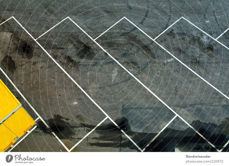 Ruhender Verkehr II Straße Linie Schilder & Markierungen Ordnung Asphalt Zeichen Parkplatz Teer stagnierend Parkbucht Textfreiraum Reifenspuren
