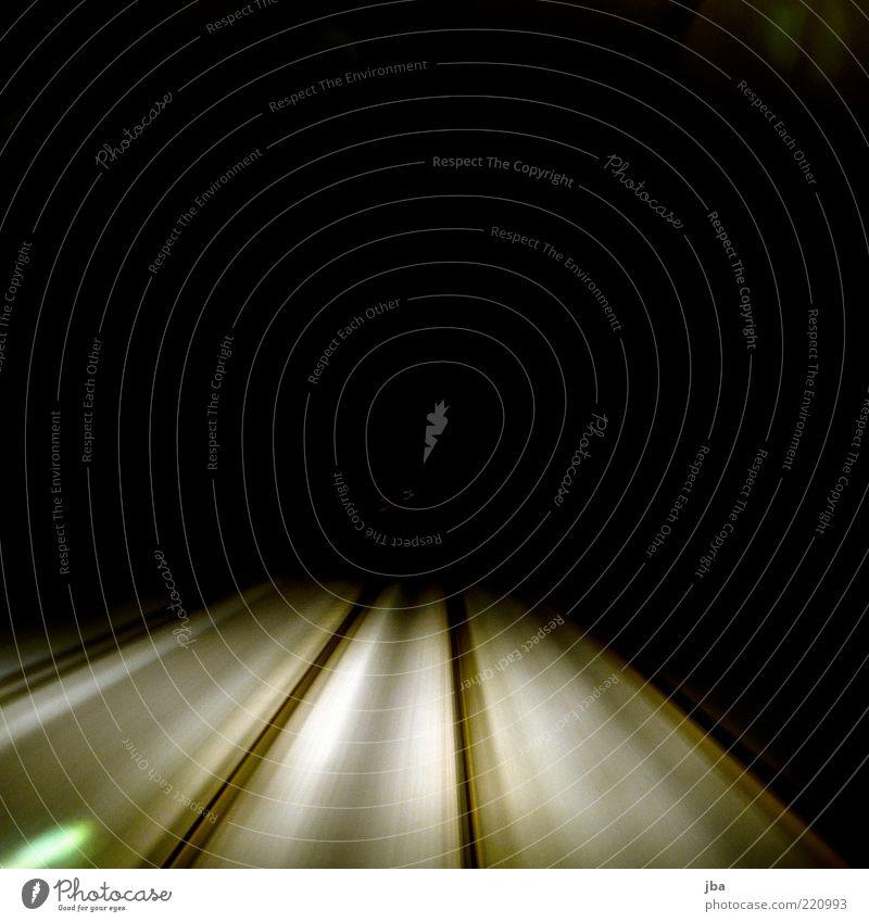 speed Verkehr Verkehrswege Schienenverkehr Gleise Schienennetz Stein Stahl fahren Unendlichkeit Geschwindigkeit schwarz Bewegung dunkel ungewiss Eisen Farbfoto