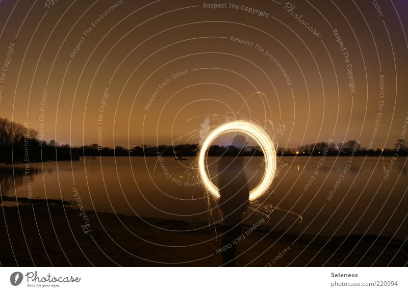 Ring of fire Mensch Umwelt Natur Landschaft Wasser Himmel Nachthimmel Horizont Pflanze Küste Seeufer Flussufer Strand drehen glänzend leuchten zeichnen