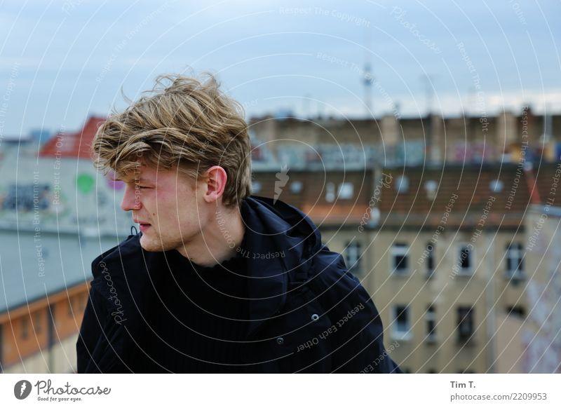 Zukunft Mensch maskulin Jugendliche Leben Kopf Haare & Frisuren Gesicht 1 18-30 Jahre Erwachsene Prenzlauer Berg Haus Dach Schornstein Sehenswürdigkeit
