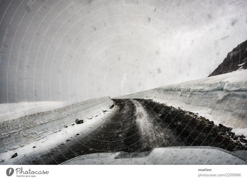 Linkskurve Landschaft Wolken Frühling schlechtes Wetter Schnee Schneefall Hügel Felsen Berge u. Gebirge fahren Motorhaube Iland Island Westfjord Kurve