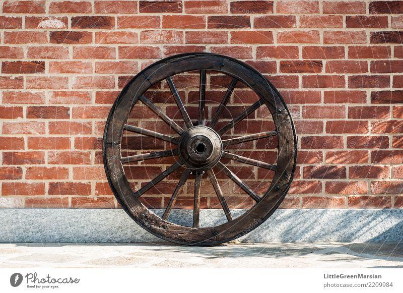 Rollin 'rollin' rollin '... alt Haus Wand Holz Mauer Fassade Verkehr rund Bauernhof Rad Terrasse Baustein Backsteinwand Antiquität