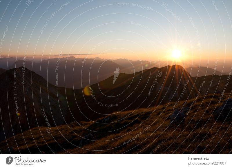 Das letzte Sonnenlicht Ferien & Urlaub & Reisen Freiheit Sommer Berge u. Gebirge Umwelt Natur Landschaft Horizont Schönes Wetter Alpen Gipfel hoch natürlich