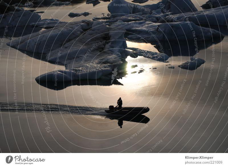 Vatnajökulls Jökulsarlon Gletschersee Mensch Mann Natur Wasser Meer Winter Ferien & Urlaub & Reisen Einsamkeit Schnee Bewegung Freiheit See Landschaft Eis