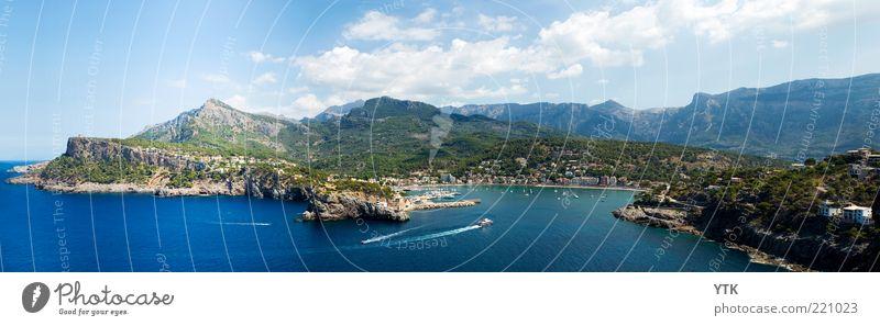 Port de Sóller Stadt blau Strand Ferien & Urlaub & Reisen Wolken Ferne Berge u. Gebirge groß Verkehr fahren Aussicht Reisefotografie außergewöhnlich Spanien Verkehrswege Schifffahrt