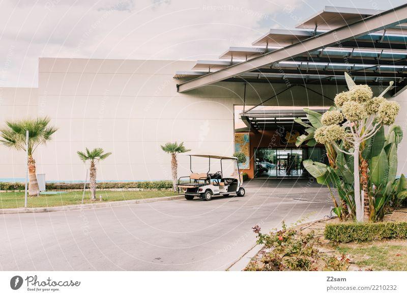 minimalism Sommer grün Wärme Gebäude Garten Design Park modern ästhetisch Ordnung stehen Schönes Wetter warten einfach Sauberkeit Güterverkehr & Logistik