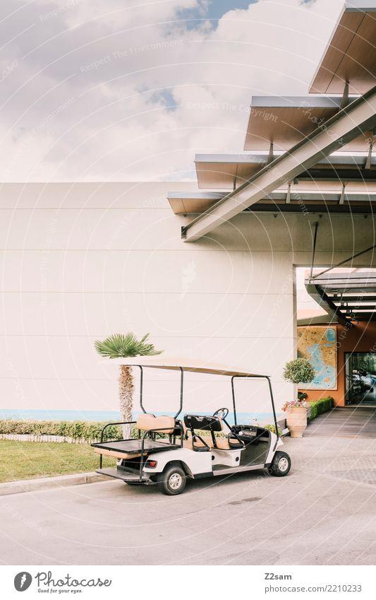 Spießer-Ferrari Sommer Schönes Wetter Palme Haus Bauwerk Gebäude Verkehrsmittel Fahrzeug golfwagen golf caddy stehen warten einfach modern Sauberkeit Wärme grün