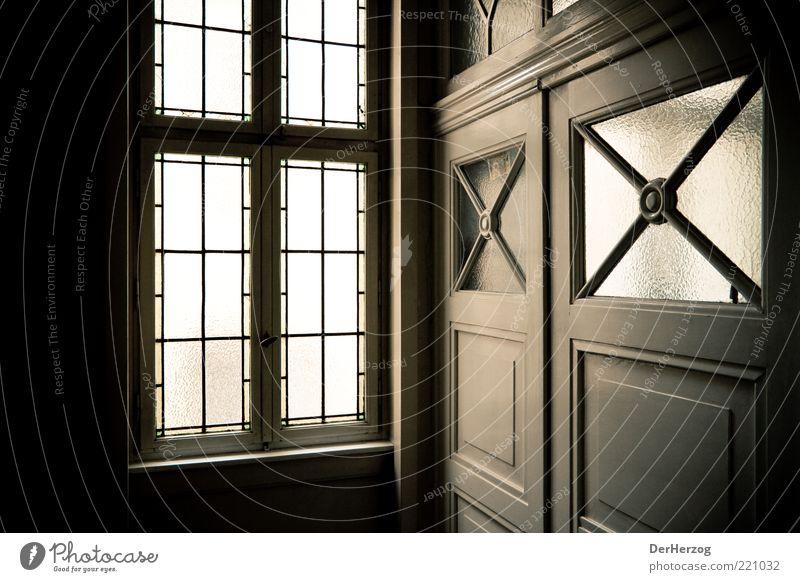 Wilkommen Stil Design Wohnung Innenarchitektur Tür Farbfoto Innenaufnahme Schatten Kontrast Eingang Flur Altbau Glasscheibe Gitter Fenster Licht Flügeltür