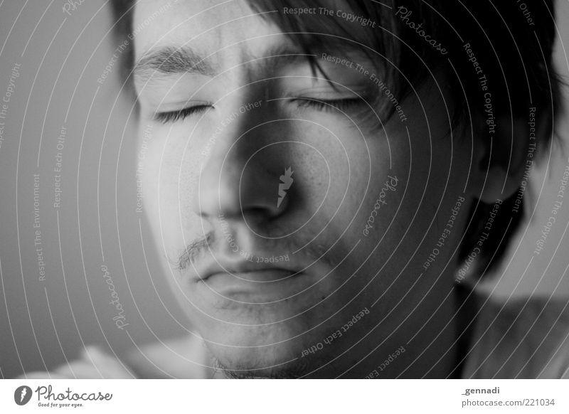 Innehalten Mensch maskulin Junger Mann Jugendliche Erwachsene Kopf Wimpern 1 18-30 Jahre Haare & Frisuren Bart Oberlippenbart atmen Denken genießen ästhetisch