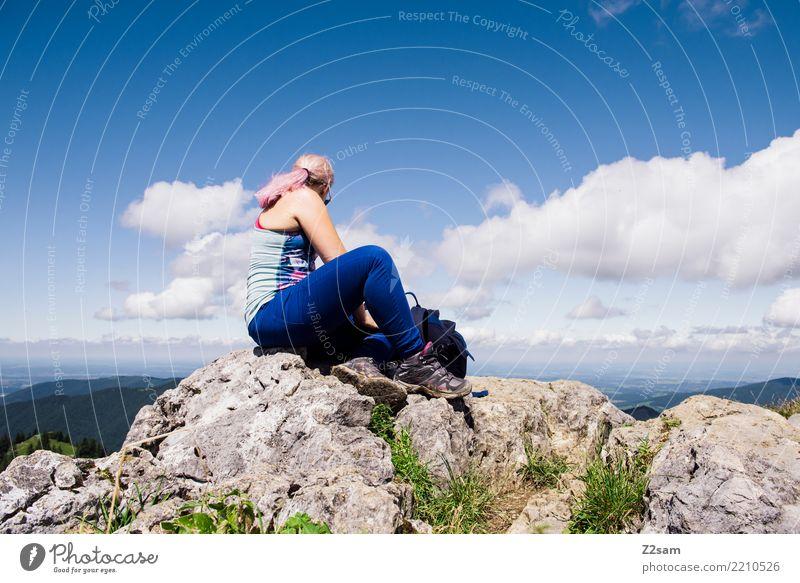 über den wolken Natur Ferien & Urlaub & Reisen Jugendliche Junge Frau Sommer blau grün Landschaft Erholung Einsamkeit Wolken Berge u. Gebirge 18-30 Jahre