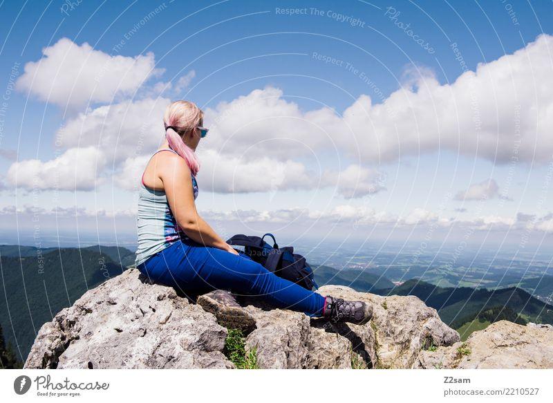 was bringt die Zukunft Himmel Natur Jugendliche Junge Frau Sommer Landschaft Erholung Wolken Berge u. Gebirge 18-30 Jahre Lifestyle Erwachsene feminin Freiheit