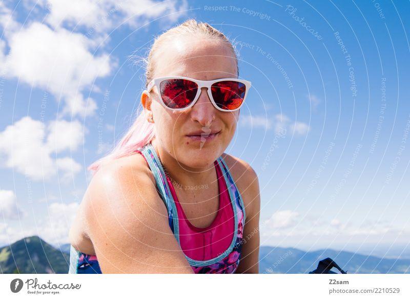 hello world! Himmel Natur Ferien & Urlaub & Reisen Jugendliche Junge Frau Landschaft Erholung Wolken Berge u. Gebirge 18-30 Jahre Lifestyle Erwachsene feminin