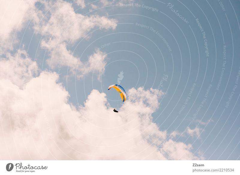 über den wolken.... Freizeit & Hobby Abenteuer Freiheit Berge u. Gebirge Gleitschirmfliegen Mensch Natur Himmel Wolken Sommer Schönes Wetter Alpen Sport