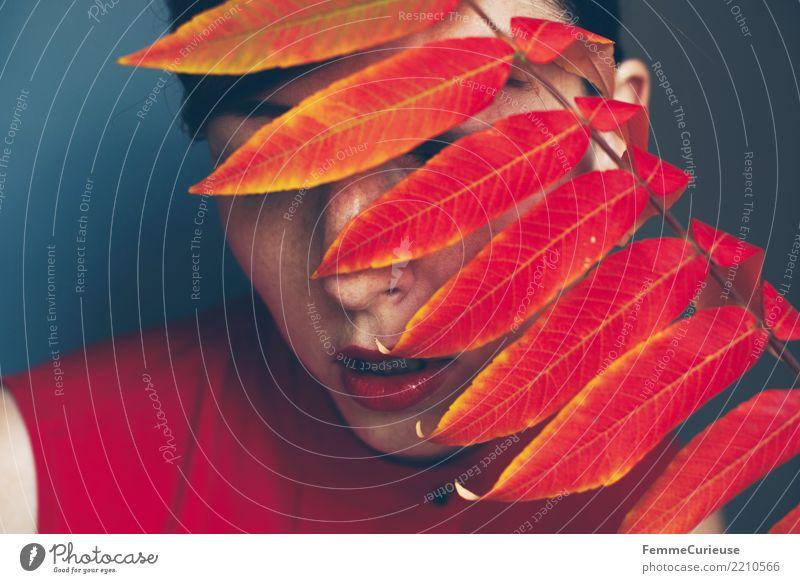 Autumn 21 feminin Junge Frau Jugendliche Erwachsene Mensch 18-30 Jahre 30-45 Jahre Natur Kopf verdeckt verstecken Naturkosmetik Naturliebe Herbst herbstlich