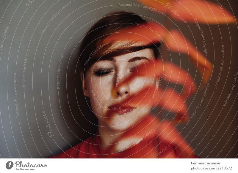 Portrait of a woman behind red autumn leaves feminin Junge Frau Jugendliche Erwachsene 1 Mensch 18-30 Jahre 30-45 Jahre Herbst Natur Blatt Farbe rot