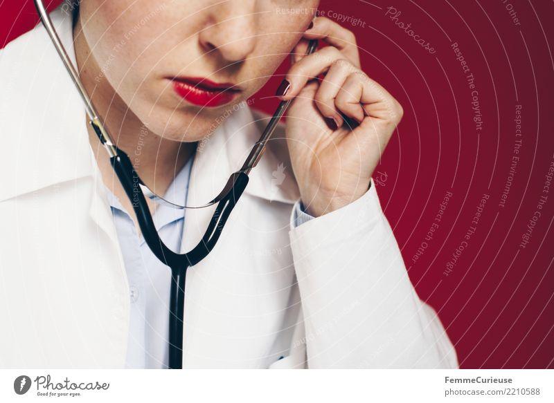 Doctor 27 Frau Mensch rot Erwachsene feminin Arbeit & Erwerbstätigkeit Beruf hören Medikament Konzentration Arzt Krankenhaus Lippenstift kompetent