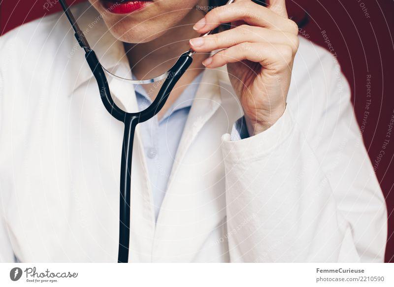 Doctor 29 Arbeit & Erwerbstätigkeit Beruf Arzt feminin Frau Erwachsene 1 Mensch 30-45 Jahre kompetent Kittel Stethoskop Arbeitsbekleidung Schutzbekleidung hören
