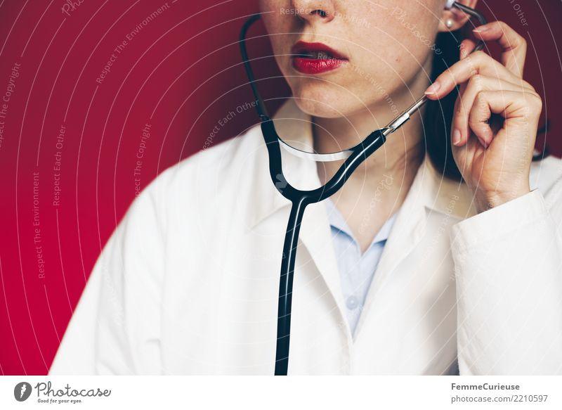 Doctor 16 Frau Mensch Erwachsene feminin Arbeit & Erwerbstätigkeit Beruf Vertrauen hören Arzt Krankenhaus Lippenstift kompetent Arbeitsbekleidung 30-45 Jahre