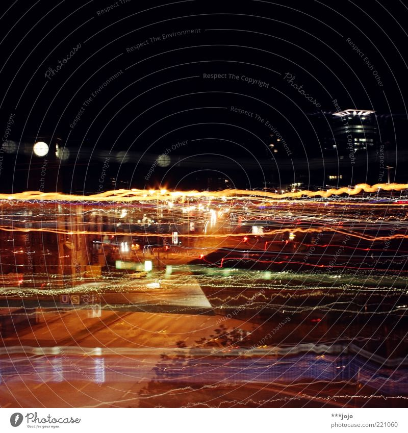 hamburg, drugged. Stadt Straße Straßenverkehr Hamburg Verkehr Geschwindigkeit Turm leuchten Bauwerk Wahrzeichen Straßenkreuzung Autoscheinwerfer