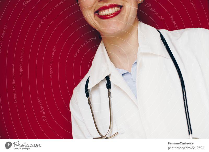 Doctor 28 Frau Mensch rot Erwachsene feminin lachen Arbeit & Erwerbstätigkeit Lächeln Freundlichkeit Beruf Vertrauen Medikament Arzt Krankenhaus Lippenstift