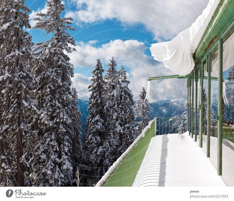 Saisonales Vordach Natur Himmel Wolken Winter Schönes Wetter Eis Frost Schnee Berge u. Gebirge Fassade Balkon Dach Dachrinne blau grün weiß kalt gefährlich