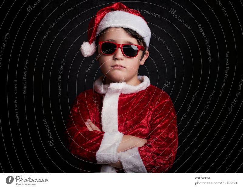lustiger Junge mit Sonnenbrille zu Weihnachten Lifestyle Ferien & Urlaub & Reisen Winterurlaub Party Feste & Feiern Weihnachten & Advent maskulin Kind Kleinkind