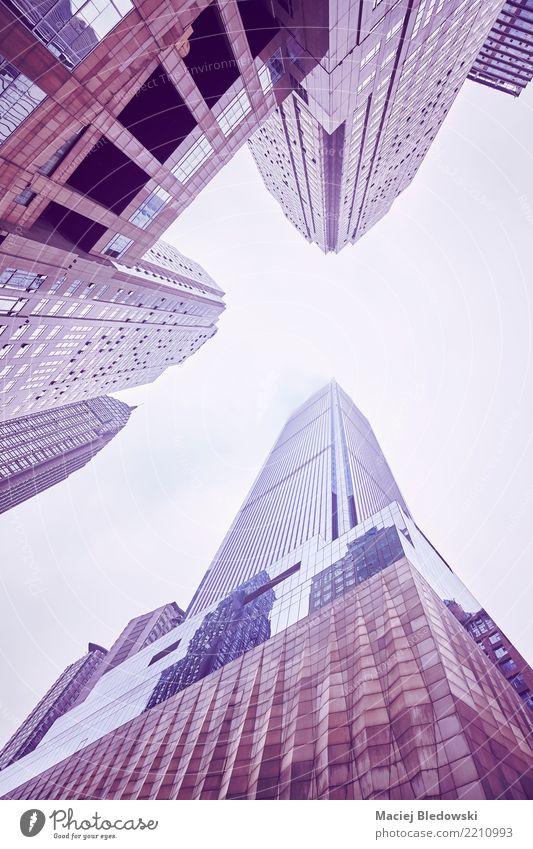 Wolkenkratzern in den Wolken oben betrachten. Himmel Stadt Architektur Wand Gebäude Mauer Business Büro modern Hochhaus Aussicht Erfolg Asien Stadtzentrum China