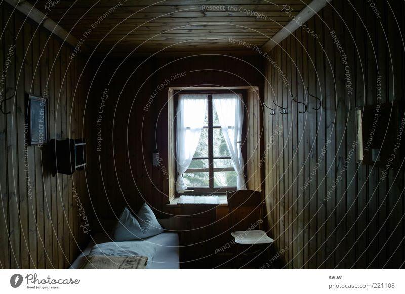 Bei Oma zu Gast alt Ferien & Urlaub & Reisen ruhig Einsamkeit dunkel Fenster Holz Zufriedenheit Raum Bett Stuhl einfach gut Häusliches Leben Hütte gemütlich