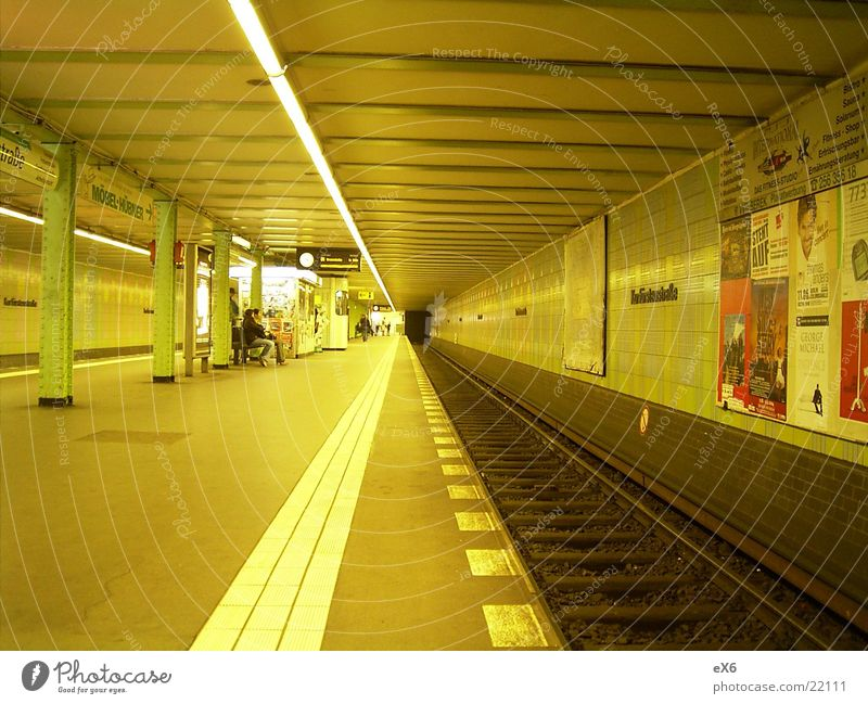U-Bahn Tunnel Licht Untergrund Architektur Eisenbahn