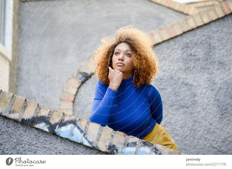 Schöne junge afroamerikanische Frau, Lifestyle elegant Stil schön Haare & Frisuren Gesicht Mensch feminin Junge Frau Jugendliche Erwachsene 1 18-30 Jahre Herbst
