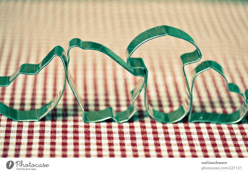 Plätzchenbacken Weihnachtsgebäck Metall ästhetisch rot silber weiß Vorfreude Farbfoto mehrfarbig Studioaufnahme Nahaufnahme Detailaufnahme Menschenleer