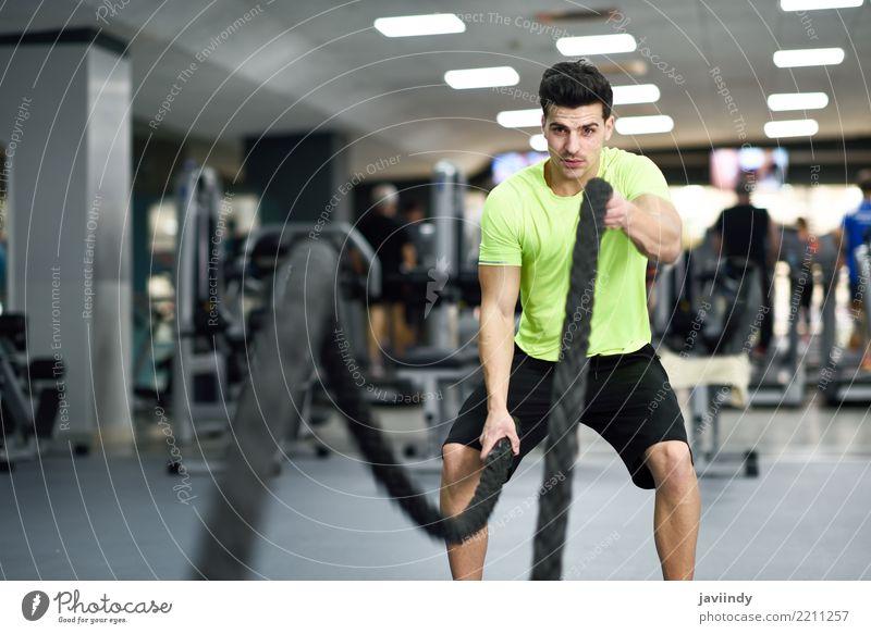 Mann mit Kampfseilen trainieren in der Eignungsturnhalle. Mensch Jugendliche schön Freude 18-30 Jahre Erwachsene Sport Freundschaft maskulin Körper Wellen