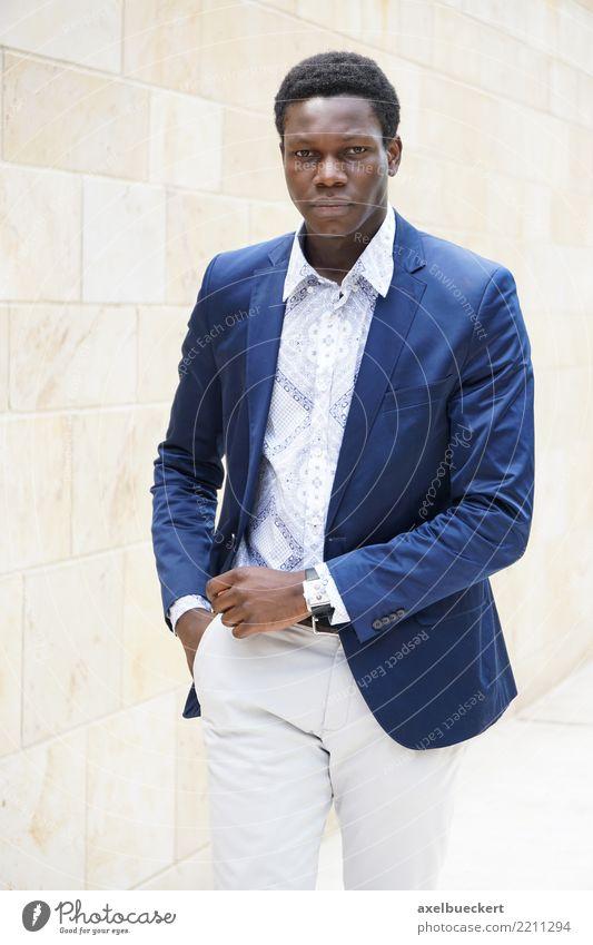 fashionable young man of african descent Mensch Jugendliche Mann Junger Mann 18-30 Jahre Erwachsene Lifestyle Stil Business Mode Stadtleben gehen maskulin