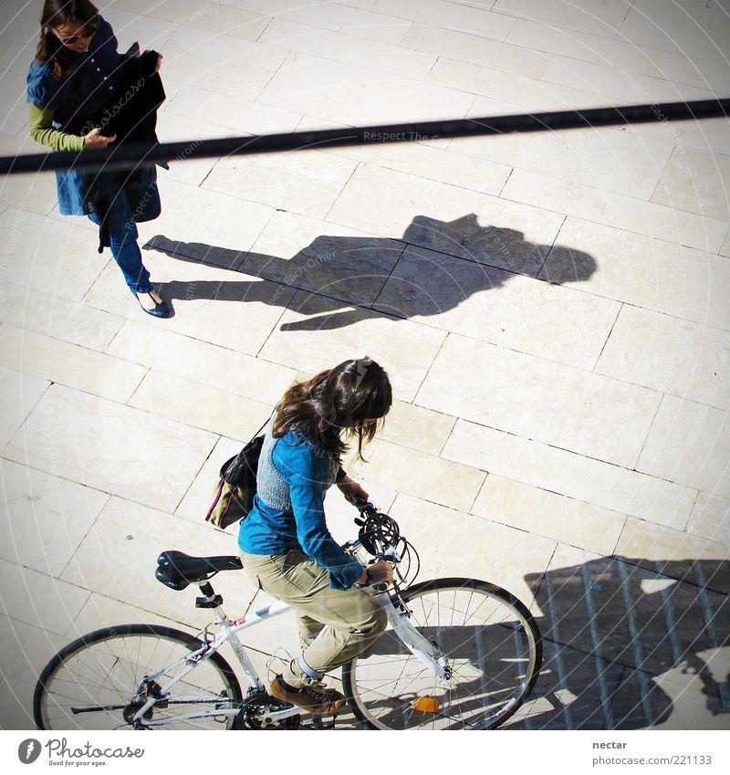 Can you tighten my bike chain, please? Mensch Jugendliche schön Sommer feminin Haare & Frisuren Zufriedenheit Freizeit & Hobby Fahrrad gehen Platz fahren