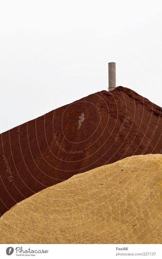 Sandburg Natur Sommer gelb grau braun Umwelt Industrie Platz Fabrik authentisch einzigartig natürlich Hügel entdecken viele