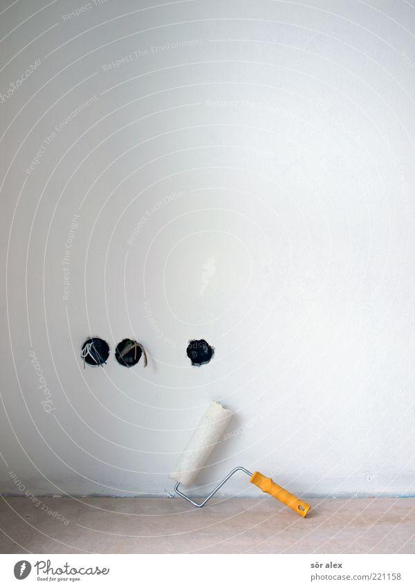 Gestaltungsfreiheit Arbeit & Erwerbstätigkeit Baustelle Handwerk Mauer Wand Betonboden Putzfassade Farbroller Steckdose Kabel Elektrizität Stromdraht bauen