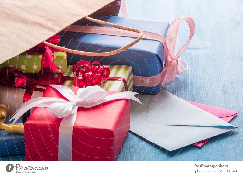 Bunte Geschenke und Umschläge Weihnachten & Advent Lifestyle Feste & Feiern Textfreiraum Dekoration & Verzierung Geburtstag Fröhlichkeit kaufen viele