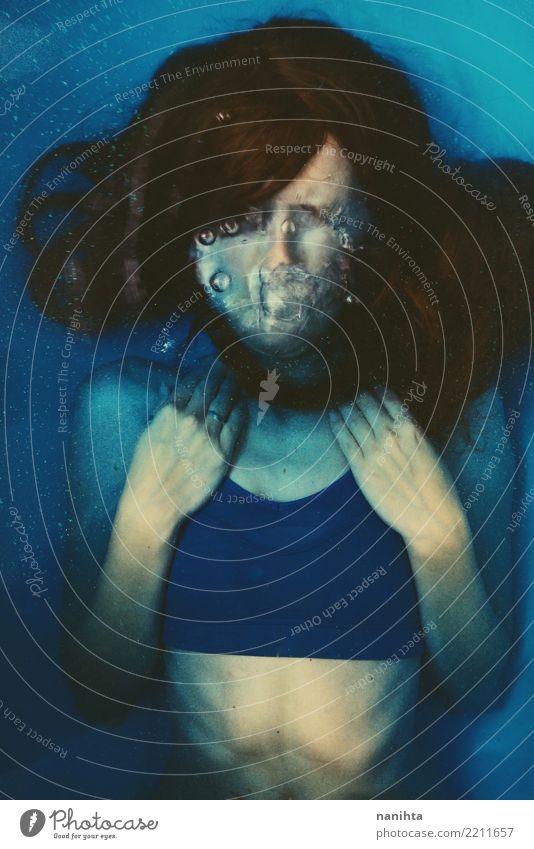 Junge Brünette Frau unter Wasser Körper Haare & Frisuren Haut sportlich Fitness Sinnesorgane Schwimmbad Sport Wassersport Schwimmen & Baden Mensch feminin