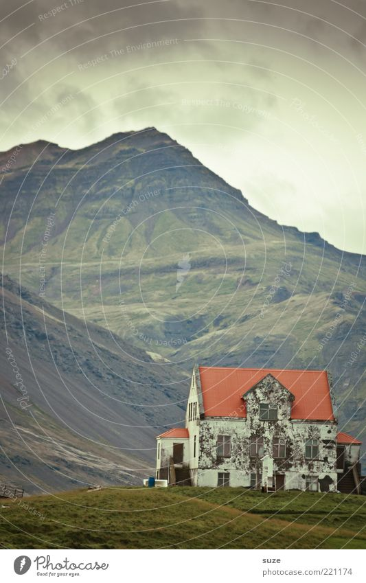 Home Himmel Natur alt Einsamkeit Wolken Haus dunkel Wiese Berge u. Gebirge Wetter Häusliches Leben einzeln Gipfel Vergänglichkeit Hügel Vergangenheit