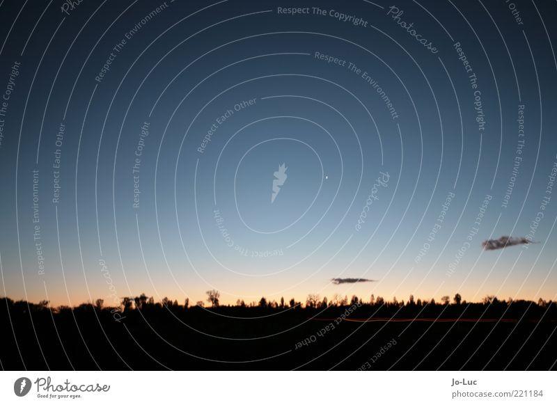 Nachglühen Landschaft Himmel Wolken Schönes Wetter dunkel Ferne frei Unendlichkeit blau rot schwarz ruhig Horizont Weltall Farbfoto Außenaufnahme