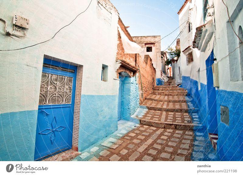 Medina Chechaouen Marokko Afrika Dorf Kleinstadt Altstadt Menschenleer Haus Gebäude Mauer Wand Treppe Fassade alt blau weiß Ferien & Urlaub & Reisen Idylle