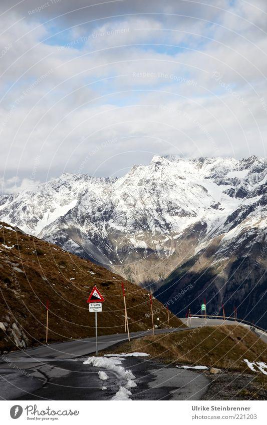 Warnung Natur schön Ferien & Urlaub & Reisen Wolken Schnee Herbst Berge u. Gebirge Landschaft Straßenverkehr Felsen gefährlich Alpen Verkehrswege abwärts Warnhinweis Gletscher