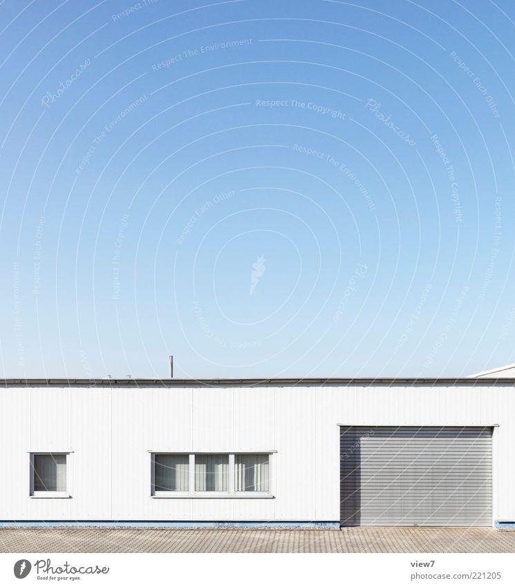 Nur: ruhig Haus Einsamkeit Wand Fenster Mauer hell Architektur Tür Fassade frisch modern Ordnung ästhetisch Güterverkehr & Logistik