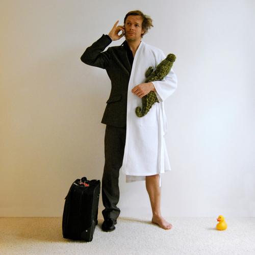 home office Lifestyle Wellness Häusliches Leben Wohnung Handy Mensch maskulin Mann Erwachsene 1 Anzug Koffer Haare & Frisuren Arbeit & Erwerbstätigkeit