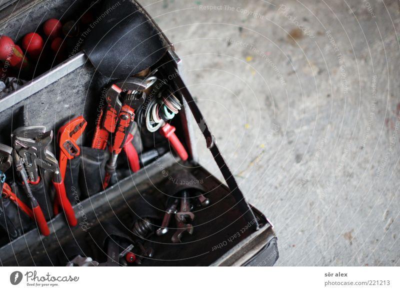 Klempner rot schwarz Metall Arbeit & Erwerbstätigkeit Baustelle Beruf Werkstatt Dienstleistungsgewerbe Handwerk machen Werkzeug Berufsausbildung bauen