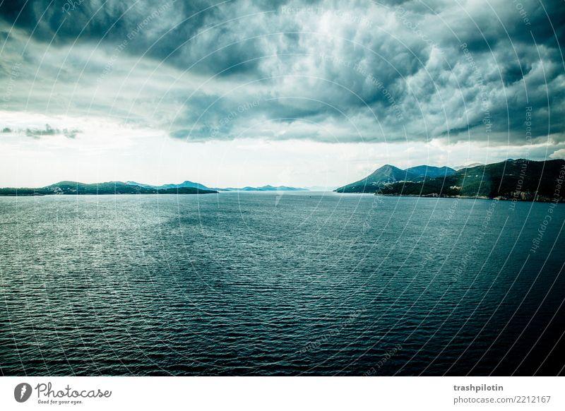 Gewitter über der Adria Ferien & Urlaub & Reisen Ausflug Abenteuer Ferne Freiheit Kreuzfahrt Landschaft Wasser Himmel Wolken Gewitterwolken Wetter Unwetter