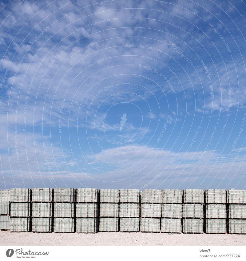 steinchen Himmel Stein groß Beton Ordnung neu Güterverkehr & Logistik authentisch einfach Baustelle Dienstleistungsgewerbe Reihe viele Schönes Wetter parken