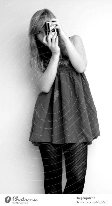 Photo-Model 2 Stil Mensch feminin Junge Frau Jugendliche 1 Kleid Strumpfhose blond langhaarig beobachten stehen trendy schön Coolness Interesse ästhetisch