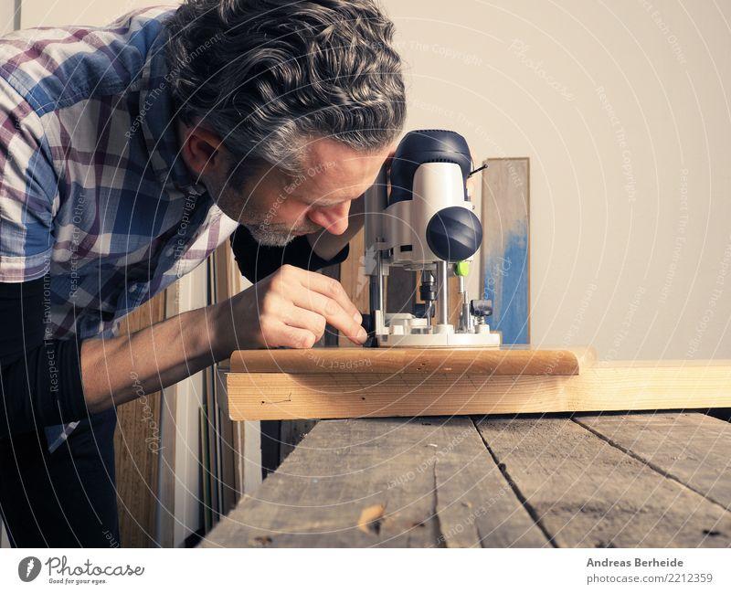 Arbeiten mit Holz Erwachsenenbildung Handwerker Arbeitsplatz Business Mittelstand Werkzeug Maschine Mensch Mann 1 Arbeit & Erwerbstätigkeit Tradition machine